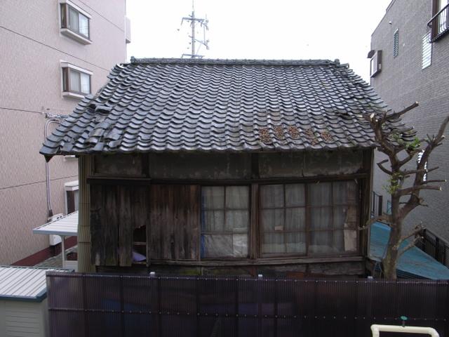 近所の廃屋